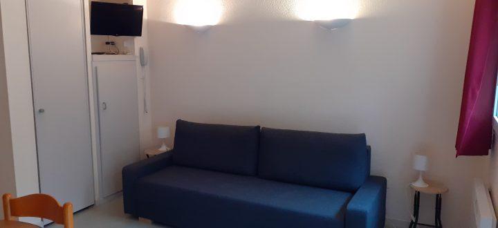 hébergement 4 personnes coin canapé